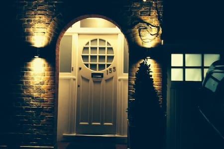 Private Room Teddington & Hampton