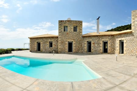 Mani stone House - Kardamyli