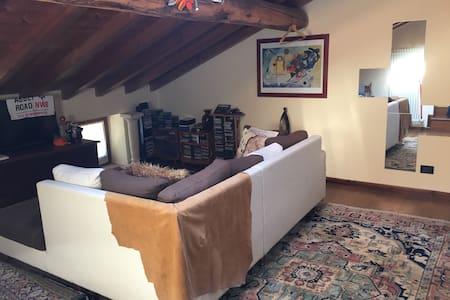 Mansarda privata in villa - Haus