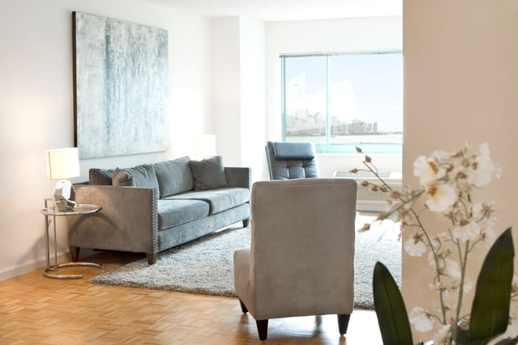 Spacious Living Room with New York City Views and a Queen Size fold-out sofabed