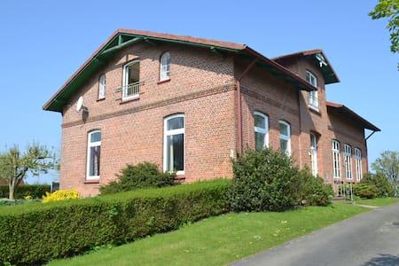 Ferien in der alten Dorfschule - Hemme - House