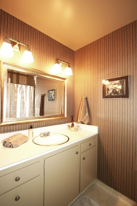 Clean private bathroom with shower/tub