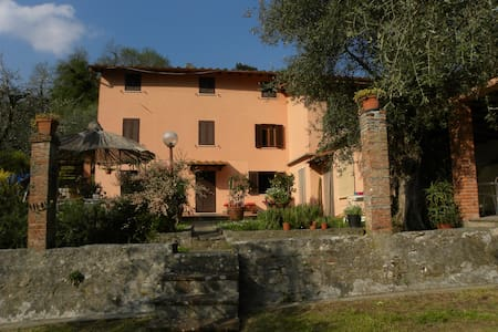 COUNTRY HOUSE IN THE GREEN HILLS    - Pescaglia