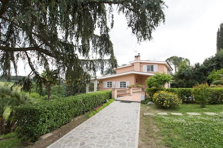 Rome - Villa in beautiful park Blue room - Bed & Breakfast