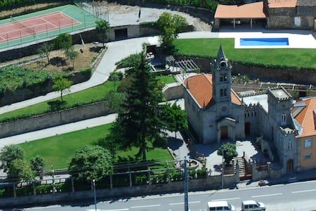 Casa em pedra com piscina - Douro - Bed & Breakfast