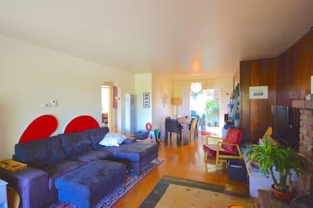 Lovely, quiet & convenient 2B house - Belmont - House
