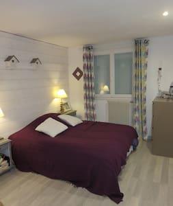 Chambre cosy dans un cadre de verdure - House