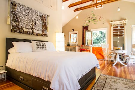 IDYLLIC HOLLYWOOD COTTAGE OASIS - Los Ángeles - Bed & Breakfast