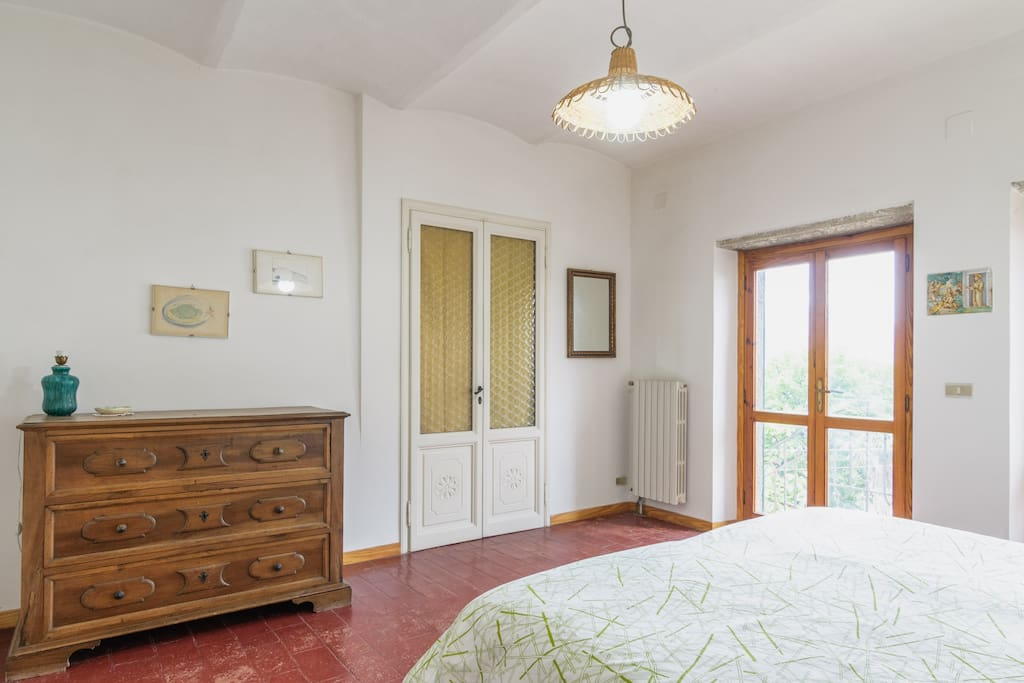 b) Casa vacanza Valdichiana-Toscana