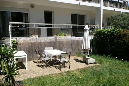 Joli deux pièces en rez-de-jardin - Antibes - Apartment