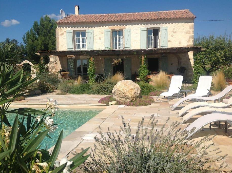 Domaine La Véronique - pool and terrace
