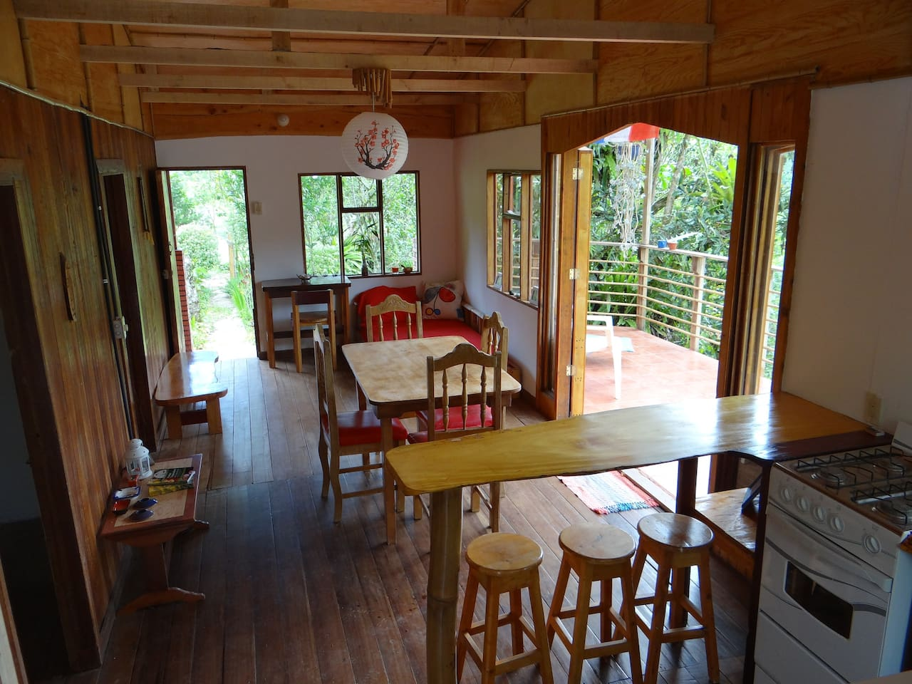 Enjoy your stay in a wood house with an amazing view on the mountains !