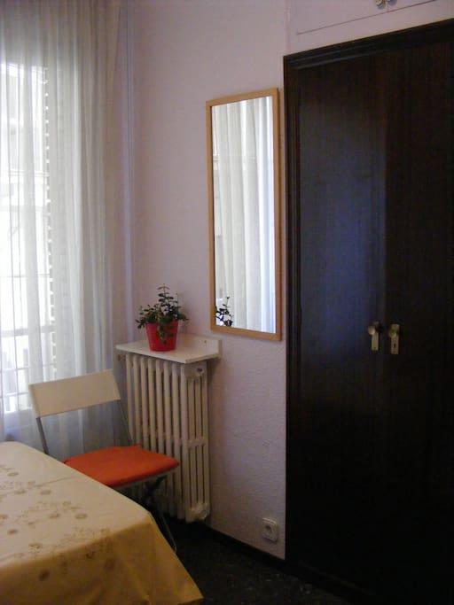 Room w/ privet bathroom. BCN center