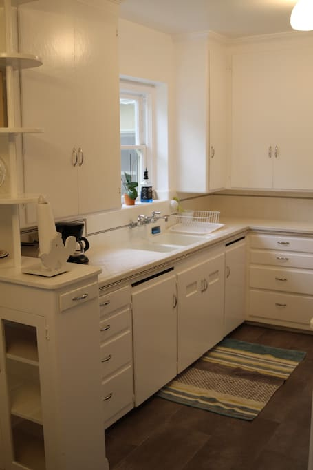 Clean kitchen fully equipped.