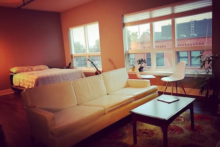Modern studio with great view - Grand Rapids - Lejlighed