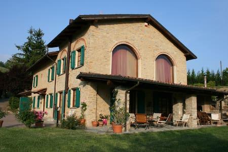 Old villa 'Cà Piot' (Langhe) - Villa