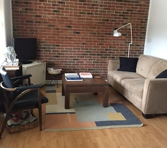 Hip Condo w/ Pool, Downtown Durham - Lakás