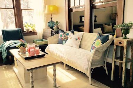 The Simple Cottage Retreat - Bungalow