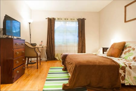 Bergen Manor Suite 3 (20 mins NYC)