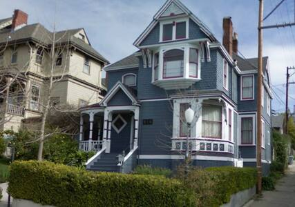Wine Country Victorian Charmer - House