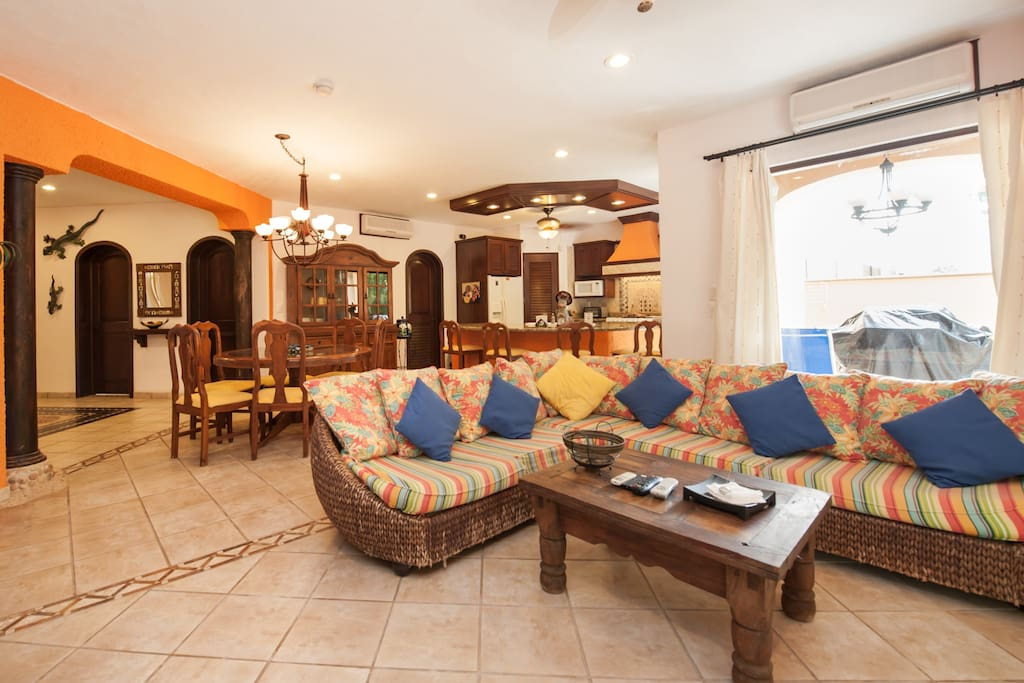 Super Price 4 Bed Villa - Sleeps 8