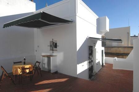 Cubist room with big terrace - Maison
