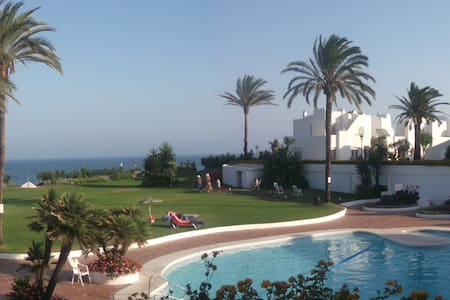 Andalucian beachside townhouse - Talo