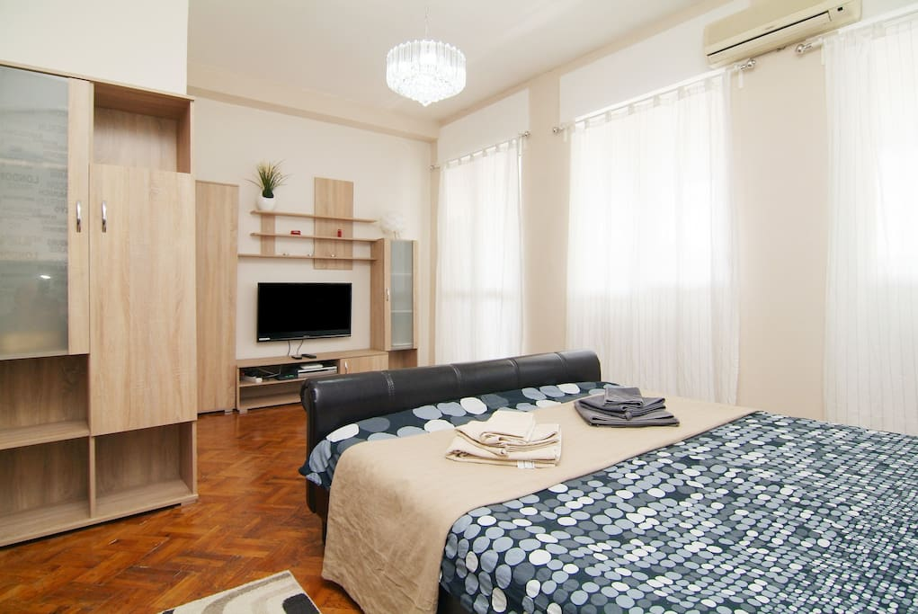 Room with  Elegant  double bed and lcd tv 42 incs