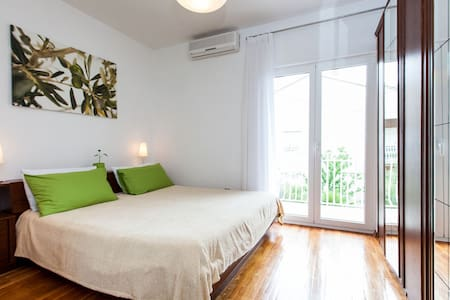 Room S4 , 2 persons