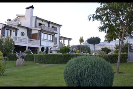 """Appartement indépendant dans """"Quinta"""" tout confort - Villa"""
