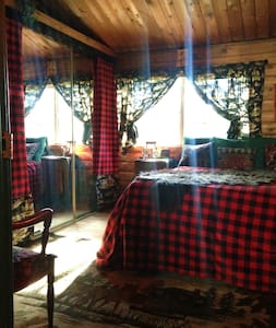 Log Cabin Country Themed Bedroom - South Lake Tahoe - Cabin