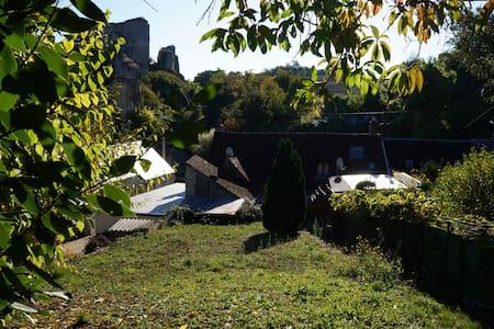 Maison de ville face aux vestiges du Château - Huoneisto