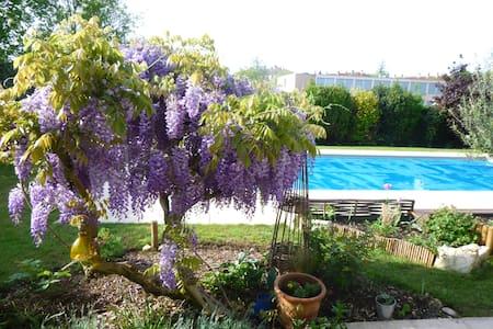 VILLA AVEC PISCINE PRES DU CENTRE - Bourg-en-Bresse - Villa