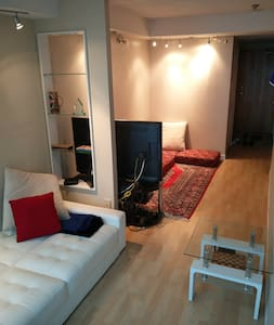 Harbourfront Condo ON the water. Amazing amenities - Wohnung