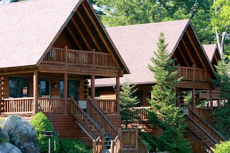 Luxury Lodging directly on the water! - Lake George - Cottage