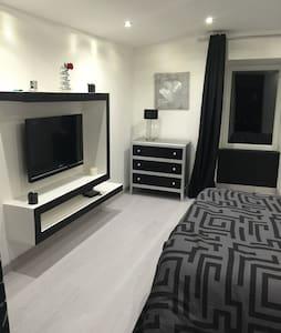 Chambre neuve - Appartement
