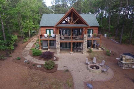 Lake Gaston Log Home w/ Pizza Oven, Firepit, Boats - Henrico