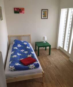 Lyst hyggeligt værelse, tæt på alt, Rum 3 - Odense - Apartment