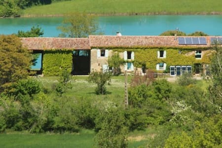 Charming old farm on a huge lake   - Toulouse-Carcassonne - Rumah