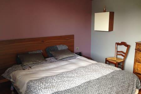 Très belle chambre indépendante - Maison