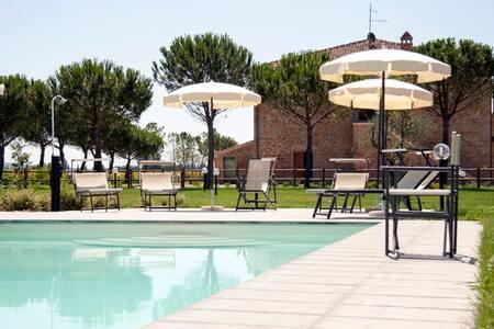 Romantic room close to Cortona - Rosa - Cortona