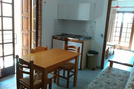 seaside furnished but not essentials equipped apt - Γούβες - Wohnung