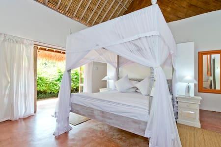 VILLA CEPAKA 'FRANGIPANI' ROOM - Tabanan - Bed & Breakfast