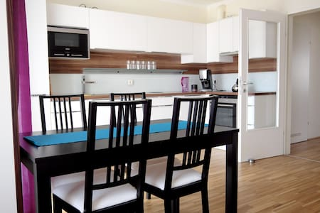 Lovely apartment with private garage - Lakás