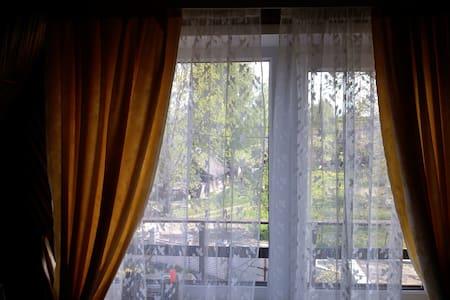 Комната # 4 в частном доме с садом - Ратомка - Casa