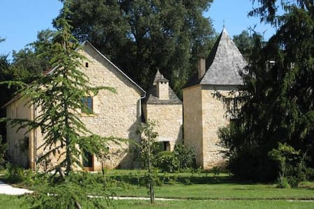 Petit-Manoir Vitrac: best possible location - Rumah