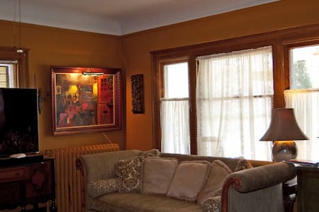 Stay with Artists in Lakewood - Lakewood - House