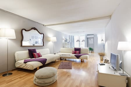 Welcome to this spacious loft fully equipped and decorated for creating a warm, cozy, special surely perfect for Barcelona fun and enjoy all the amenities.