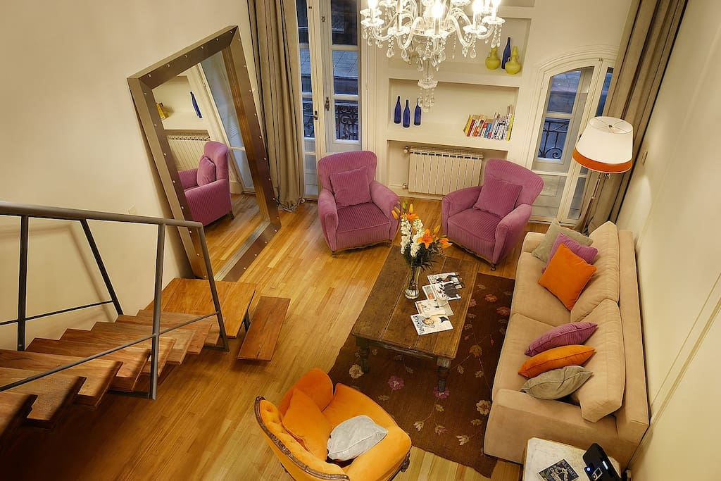 JUNIOR LOFT:  Large living space with pull-out couch with 2 extra people capacity.