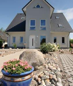 Dachgeschoss-Studio Landferienhaus - Beselin
